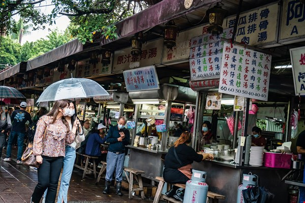 The vendors outside Cisheng Temple are repositories of the food memories of longtime Taipei residents.