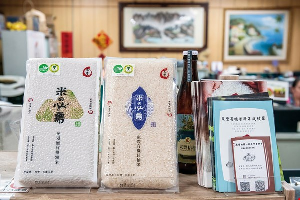 "Tseng Kuo-chi has established the ""Dongfon"" brand to market the rice and beans grown by the cooperative."