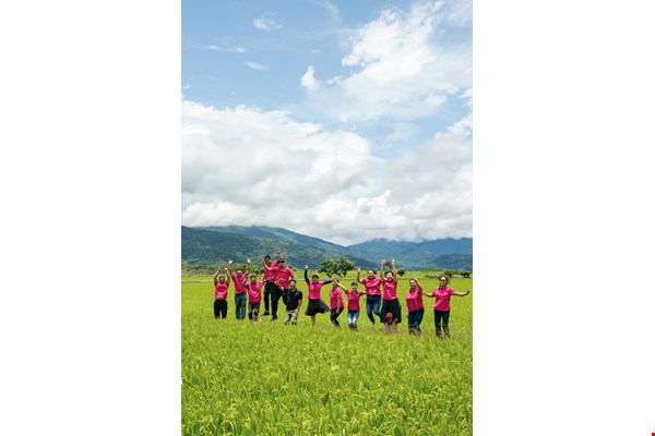 The Huadong Organic Agricultural Products Processing and Production Cooperative is successfully attracting young people to return to the countryside and to farming.